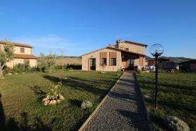 Image No.0-Chalet de 3 chambres à vendre à Volterra