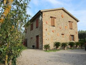 Image No.10-3 Bed Farmhouse for sale