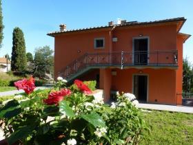 Image No.2-Appartement de 3 chambres à vendre à Lajatico