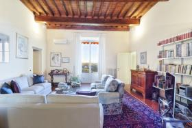 San Miniato, Apartment