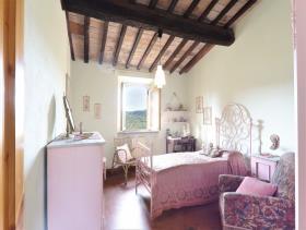Image No.6-Ferme de 6 chambres à vendre à Pomarance