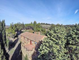 Image No.12-Ferme de 6 chambres à vendre à Pomarance