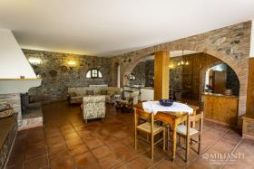 Image No.8-6 Bed Farmhouse for sale