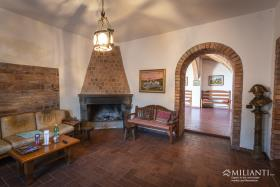 Image No.3-6 Bed Farmhouse for sale