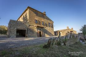 Image No.9-6 Bed Farmhouse for sale