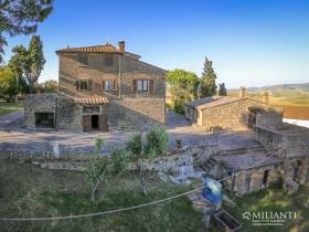 Image No.10-6 Bed Farmhouse for sale