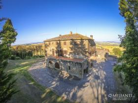 Image No.11-6 Bed Farmhouse for sale
