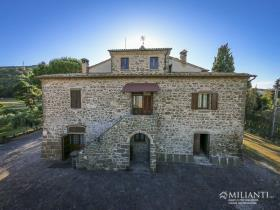 Image No.13-6 Bed Farmhouse for sale