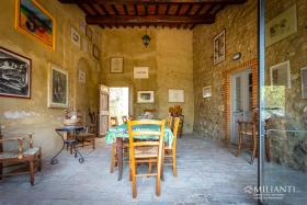 Image No.4-12 Bed Farmhouse for sale