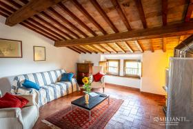Image No.19-12 Bed Farmhouse for sale