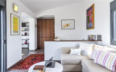 Upper Floor Lounge Area