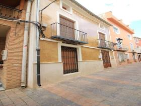 Image No.1-6 Bed Townhouse for sale