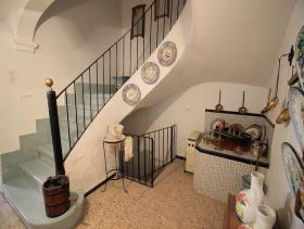 Image No.0-8 Bed Townhouse for sale
