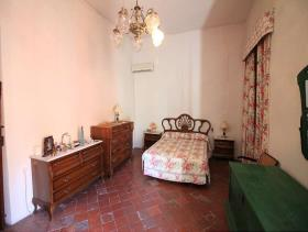 Image No.10-8 Bed Townhouse for sale