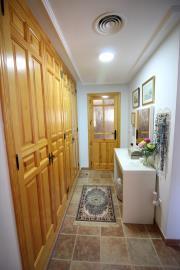 1009-Dressing-area-off-main-bedroom-suite