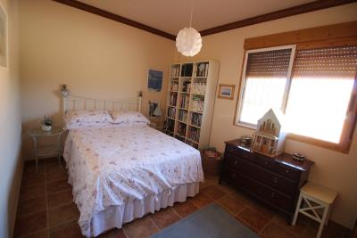 1015-second-bedroom-main-house