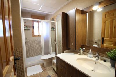 1016a-second-bathroom-main-house