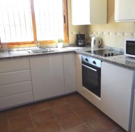 1032-bungalow-kitchen