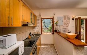Image No.2-Maison de 3 chambres à vendre à Kotor
