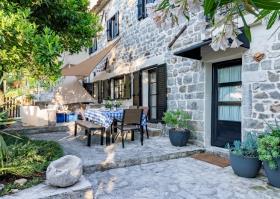 Image No.1-Maison de 4 chambres à vendre à Tivat