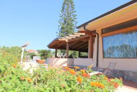 Image No.0-Villa / Détaché de 3 chambres à vendre à Zambrone