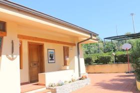 Image No.2-Villa / Détaché de 3 chambres à vendre à Zambrone