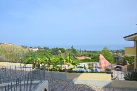 Image No.0-Maison de campagne de 3 chambres à vendre à Tropea