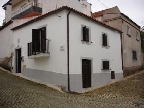 Oleiros, Cottage