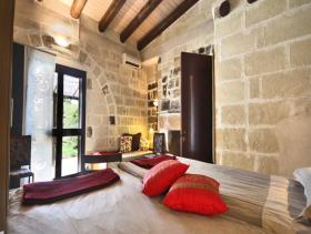 Image No.9-21 Bed Farmhouse for sale
