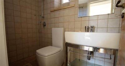 10bathroom1
