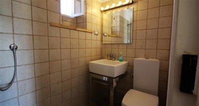 12bathroom3