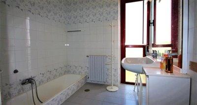 10bathroom2