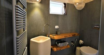 8bathroom