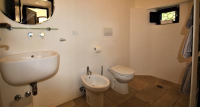 9bathroom1