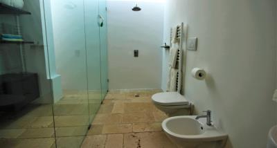 13bathroom3
