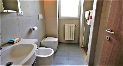 6bathroom