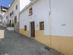 Alozaina, Property