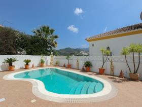 Image No.24-5 Bed Property for sale