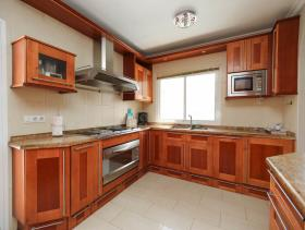 Image No.10-5 Bed Property for sale
