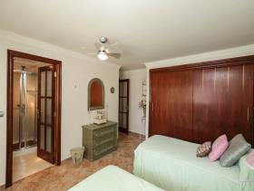 Image No.28-5 Bed Property for sale