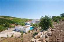 Casarabonela, Property