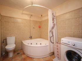 Image No.17-3 Bed Property for sale