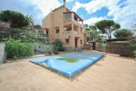 Image No.0-Villa / Détaché de 10 chambres à vendre à Alhaurín de la Torre