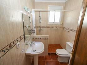 Image No.8-8 Bed Villa / Detached for sale