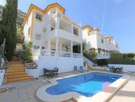 Image No.11-8 Bed Villa / Detached for sale