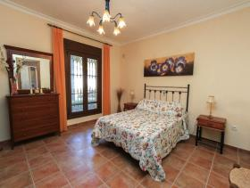 Image No.5-5 Bed Villa / Detached for sale