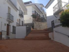 Image No.0-6 Bed Townhouse for sale