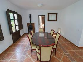 Image No.1-7 Bed Villa / Detached for sale