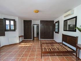 Image No.6-7 Bed Villa / Detached for sale
