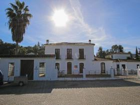 Image No.0-7 Bed Villa / Detached for sale